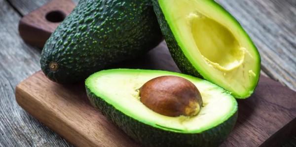 Avokado, lezzetli görünse de köpekler için değildir.